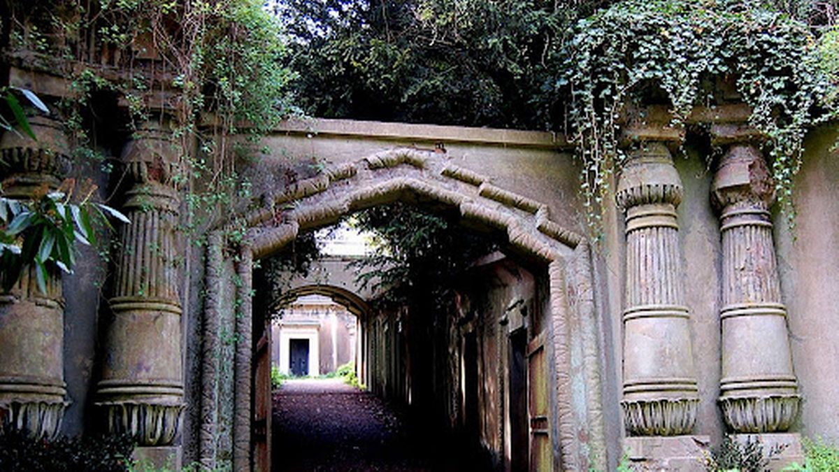 Harry Potter inspiration and the original Dracula setting – best UK cemeteries to visit